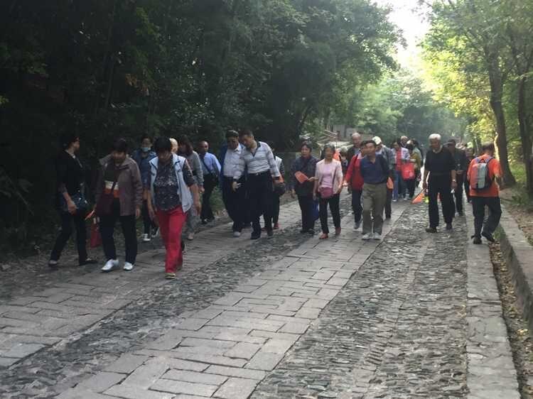 【图】梅园新村街道兰园社区居民学校开展登山活动